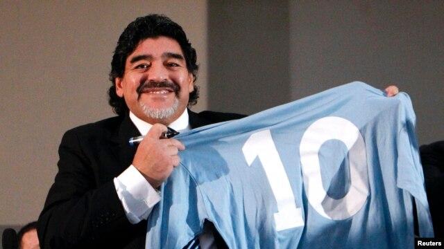 Maradona se reencontró con sus fanáticos.