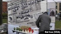 纪念碑人权组织每年都举行活动纪念苏联政治恐怖受害者。(美国之音白桦拍摄)