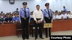 အဂတိလိုက္စားမႈနဲ႔ ေထာင္ဒဏ္တသက္ ခ်မွတ္ခံရေသာ တ႐ုတ္ဝါရင့္ႏုိင္ငံေရးသမား Bo Xilai