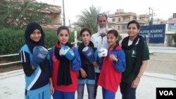 رفیع الدین کی پانچ بیٹیاں ہیں ان کے بقول بیٹیاں بھی والدین کا نام روش کر سکتی ہیں۔