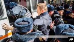 ښاغلی نوالني ماسکو کې په احتجاج کې شرکت دپاره په رارسیدو گرفتار کړی شو