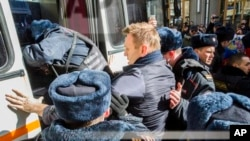 Alexei Navalny detained