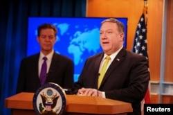 美国国务卿蓬佩奥和国务院负责宗教自由事务的无任所大使山姆·布朗拜克2018年5月29日共同发表《世界宗教自由年度报告》