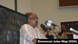 Le député de l'opposition Josuah Osih du SDF à Yaoundé, Cameroun, le 26 avril 2019. (VOA/Emmanuel Jules Ntap)