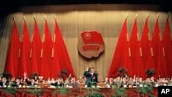 1993年5月10日,共青团代表大会选举领导层,李克强(中)当选团中央书记