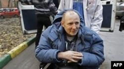 Ký giả Mikhail Beketov bị tấn công dã man, khiến ông giờ đây gần như không thể nói được và bị tổn thương não