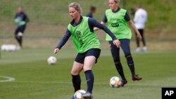 La capitaine de l'équipe nationale féminine de football de France Amandine Henry à une séance d'entraînement avant la Coupe du Monde de la FIFA en France, 29 mai 2019.