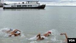 Berenang di lautan bisa berbahaya akibat pemanasan global yang menyebabkan proliferasi bakteri Vibrio (foto:dok).