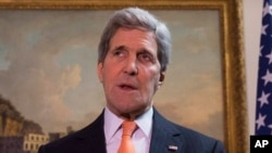 U.S. Secretary of State John Kerry delivers a statement at a press conference in London a day before meeting with his Iranian counterpart Mohammad Javad Zarif in Geneva, Feb. 21, 2015.