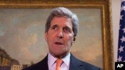 케리 미 국무장관이 21일 런던 기자회견에서 성명을 발표하고 있다.