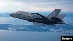 美国最先进的F-35B垂直和短距离起降战斗机
