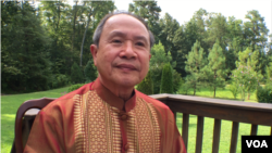 Samuel Nuon, a retired Cambodian-American Christian pastor in Richmond Virginia, is a former roommate vice-presidential candidate Tim Kaine. (Men Kimseng/VOA Khmer)
