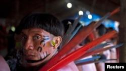 Réunion d'indigènes Yanomami de deux villages à Novo Demini à la frontière entre les États d'Amazonas et de Roraima, Brésil, 15 octobre 2012. (Reuters/Odair Leal)