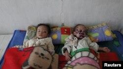 지난 2011년 가을 황해남도 해주의 한 병원에 영양실조로 입원한 어린이들.