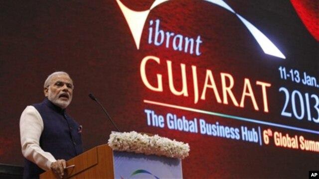 Keberhasilan Narendra Modi mendorong pertumbuhan ekonomi yang hebat di Gujarat yang mendongkrak pendapatan perkapita Muslim ke tingkat tertinggi di negara itu, membuatnya terpilih lagi sebagai menteri utama negara bagian itu, meski ia masih dipandang sebagai tokoh kontroversial terkait kerusuhan agama di sana (foto: dok).