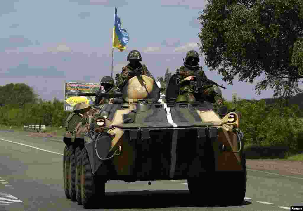 A Ukrainian army armored fighting vehicle patrols north of the eastern Ukrainian town of Slovyansk, May 13, 2014.