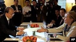 26일 뉴욕에서 회담한 테인 세인 버마 대통령(왼쪽)과 힐러리 클린턴 미 국무장관.