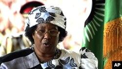 Tổng thống Malawi Joyce Banda trong một cuộc họp báo ở Lilongwe