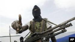 Wasu Mayakan sa kai kenan ke sintiri cikin kududdufan Naija-Delta a Nijeriya. (File photo)