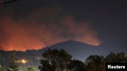 Kebakaran telah melahap 90.000 hektar hutan di pinggiran taman nasional Yosemite sejak kebakaran dimulai dua minggu lalu (foto: dok).