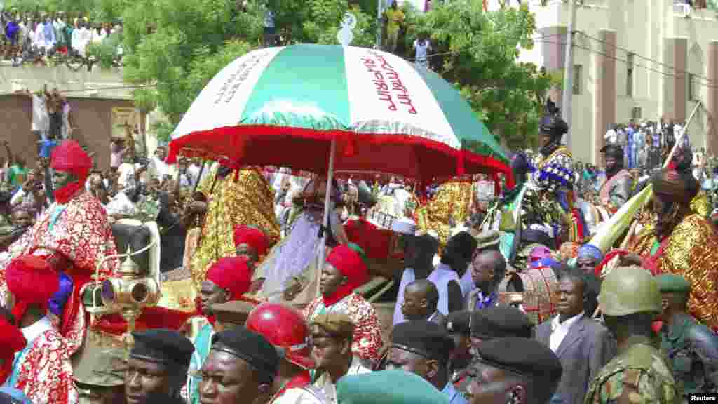Emir of Kano, Alhaji Ado Bayero (C), attends an event marking his 50th year on the throne.