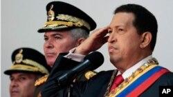 ປະທານາທິບໍດີ Hugo Chavez (ຂວາສຸດ) ຂອງເວເນຊູເອລາ