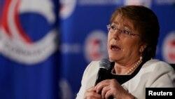"""Michelle Bachelet atraviesa uno de los momentos de más baja popularidad y recordó que """"como país hemos recibido a muchos en momentos duros y creo que así seguirá siendo""""."""