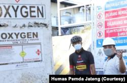 Gubernur Jawa Tengah, Ganjar Pranowo (kiri) mendatangi PT Samator di Kendal untuk cek kendala produksi. (Foto: Courtesy/Humas Pemda Jateng)