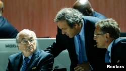 Blatter, Platini e Valcke, suspensos