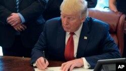 Trump ha criticado públicamente a China por sus exportaciones de acero, pero una eventual acción de restricción de las importaciones podría afectar a todos los países que exportan acero a Estados Unidos, encabezados por Canadá, México y Brasil.