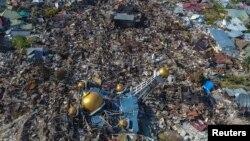 Foto udara daerah yang luluh lantak akibat gempa bumi dan tsunami di Palu, Sulawesi Tengah. (Foto: Antara).