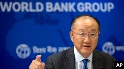 El presidente del Banco Mundial, Jim Yong Kim, dice que hay que hacer más esfuezos para reducir la pobeza a nivel global.