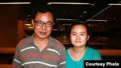 张林(右)和女儿张安妮(左)(照片来源:胡佳拍摄)