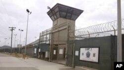 Pintu masuk Kamp no 5 dan 6 penjara pangkalan angkatan laut AS, Guantanamo, Kuba (Foto: dok).