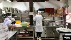 Osoblje narodne kuhinje Stari Grad svaki dan spremi više od 100 obroka