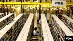 Amazon es famosa por su capacidad de almacenamiento tanto de productos físicos, como de servicios digitales.