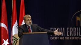 Wezîrê Enerjî û Derametên Xwezayî yê Tirkîyê Taner Yildiz di Konferansa Enerjîyê de axaftinek diike.  Hewlêr, Kurdistan, Gulan 20, 2012