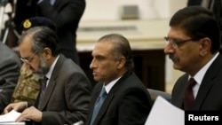 Pakistan's Foreign Secretary Aizaz Ahmad Chaudhry, head of Pakistani delegations, (C) attends a meeting in Kabul, Afghanistan, Jan.18, 2016.