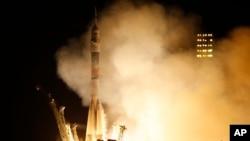 Pesawat Antariksa Rusia Soyuz TMA-16M saat diluncurkan dari kosmodrome Baikonur di Kazakhstan, 28 Maret 2015 (Foto: dok).