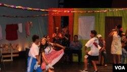 Los niños del grupo de baile Papalca mostraron que la gracia y el salero lo llevan en la sangre.