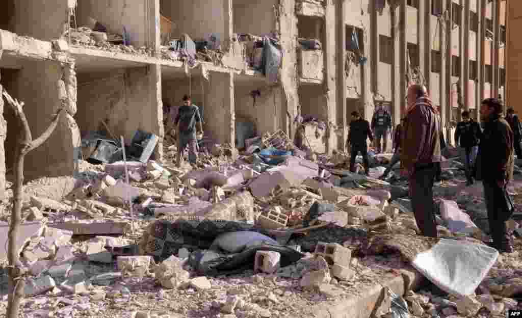 15일 시리아 알레포 시의 대학에서 발생한 폭탄 테러.