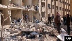 15일 시리아 알레포 대학의 폭발 현장.