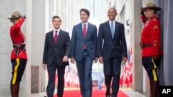President Barack Obama (R) walks with Canadian Prime Minister Justin Trudeau (C) and Mexican President Enrique Pena Nieto at the National Gallery of Canada in Ottawa, Canada, June 29, 2016. Obama traveled to Ottawa for the North America Leaders' Summit.