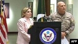 Посол США в Пакистане Анна Паттерсон делает заявление.