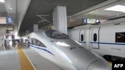 Pekin-Şangay seferi yapan CRH380A serisi trenlerin tasarımı Çinli CNR ve Alman Siemens firmalarının işbirliğiyle yapıldı