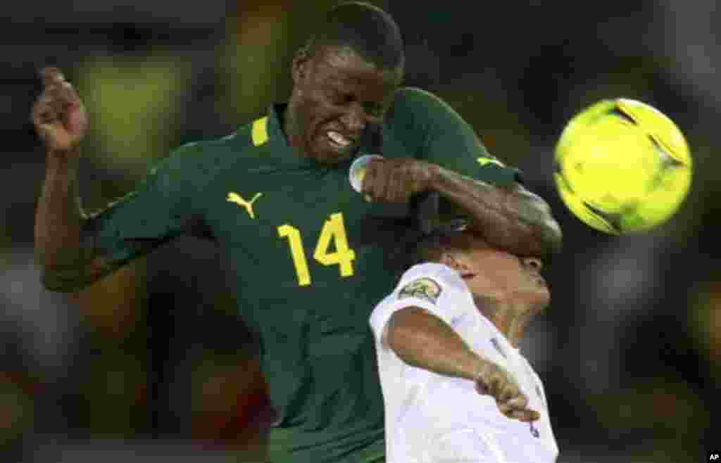 """Dembe Ndiaye (L) of Senegal challenges Mohamed Esnani of Libya during their African Nations Cup Group A soccer match at Estadio de Bata """"Bata Stadium"""", in Bata January 29, 2012."""