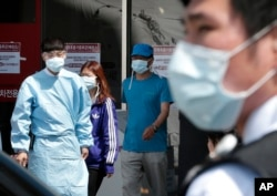 Hospital workers and visitors wear masks to guard against MERS at Seoul National University Hospital in South Korea, June 2015. (AP PHOTO)