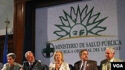 Autoridades del Ministerio de Salud Pública y representantes de organismos internacionales dieron una conferencia con motivo del Día Mundial de Lucha contra el SIDA.