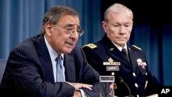 Secretario de Estado da Defesa, Leon Panetta (à esq.) e o General Martin E. Dempsey