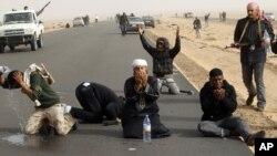 تشدید جنگ میان شورشیان و طرفداران رژیم قذافی